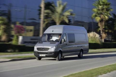 Safety first: Mercedes-Benz Sprinter with extended Electronic Stability Program (ESP)